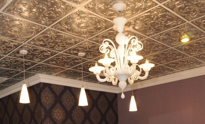 Maryland's jewelry store owned by Amy Hugo has a sivler ceiling.