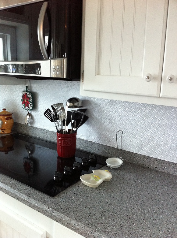 The Fleur-de-Lis Backsplash in Pearl White Gives a Gorgeous New Image to Your Kitchen