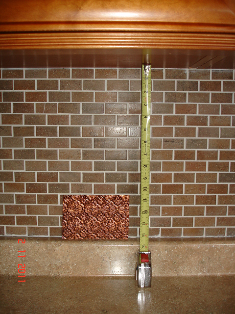 wc-20-antique-copper-6x4-swatch-between-cabinets-and-the-countertop.png
