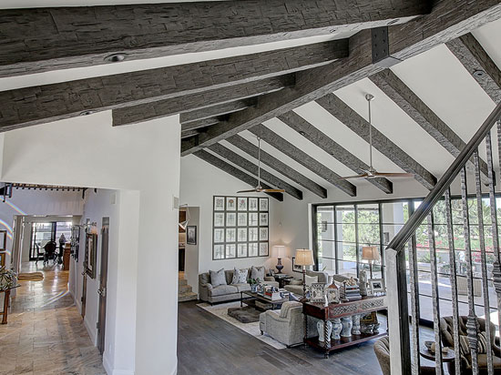 Adding Faux Wood Beams To Your Ceiling Is The Simple Yet Classic Style Trend Try Out These Lay Flat Against Bringing A Sense Of